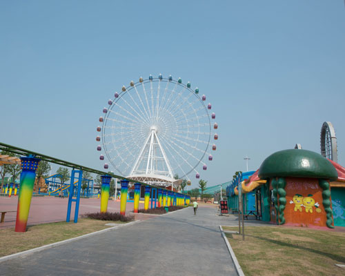 Large Ferris Wheel with 66 Meters
